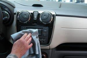 jak dbać o klimatyzacje w samochodzie?