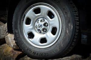 uszkodzenie auta na dziurze
